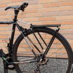 ロードバイク用キャリア、gearoop Luggage Carrier 3.0。軽量でフレームを痛めにくいクイック式。
