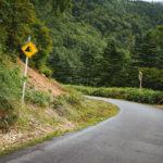 飛び石で車に当たったらどうする?ロードバイクの宿命かも。