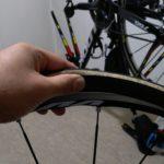 パンクしたときのチューブ交換、練習してますか?ロードバイク乗りなら必須のメンテナンスを習得しましょう。