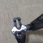 信号待ちで、ビンディングペダルは左右どっちを外すべきか?